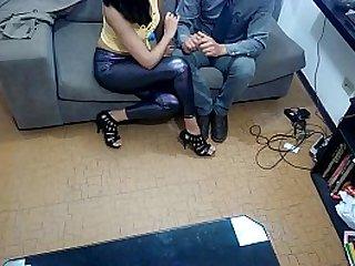 Mujer graba con camara oculta a su casero proponiendo sexo y lo denuncia