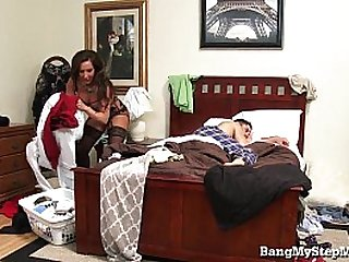 Young Guy Goes Deep In His Own Stepmom!
