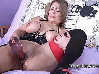 Curvy MILF Sandie Marquez fucks mature with a toy