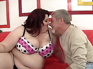 Fat Beauty Gets Mouth and Twat Filled up with a Thick Cock