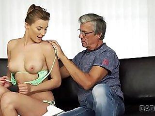 Sexo con su padre despues de la piscina