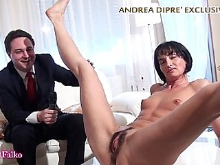 Milf shows her bizarre pussy for Andrea Dipr