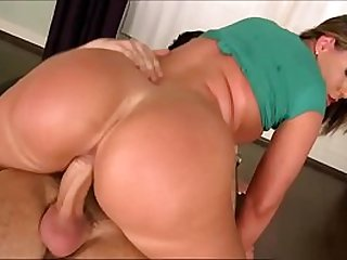 BIG BUTT BOUNCING UP AND DOWN