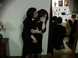 Japanese widow fucked during her husbands funeral Vendova