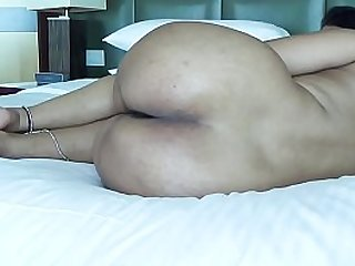 DESI PLUMP BOOTY SPREADING LEGS SHOW ASS HOLE FOR ANAL SEX
