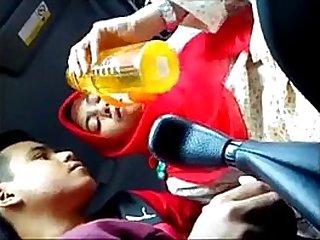 tudung candid dalam kereta