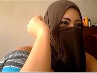 Muslim Girl masturbates Using Dildo