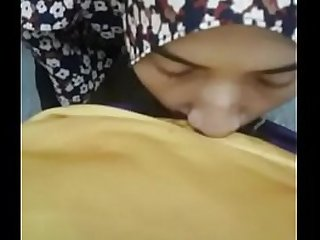 hijab girlfriend giving blow asiansex.life