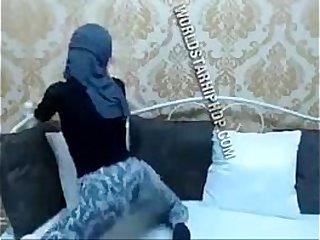 Hijabi twerkin