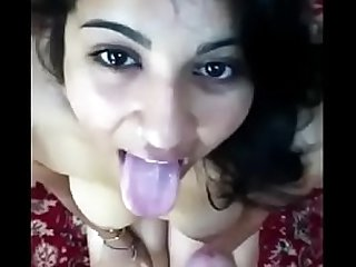 DESI INDIAN college GIRL giving BLOWJOB FUCK AND CUIMSHOTS SQUIRTING ROUGH SEX SCREAMING