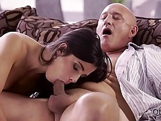 Unsatisfied chick motivated old dad to drill her butthole