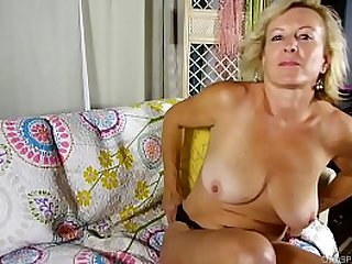 Super sexy old spunker loves to talk dirty and fuck her juicy pussy
