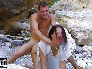 Beautifull brunette babe fucked hard at the beach